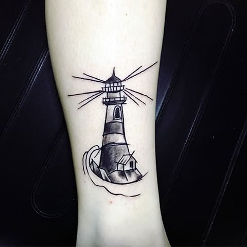 Татуировка маяк на руке - фото