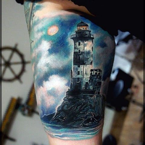 Татуировка с маяком на руке - фото