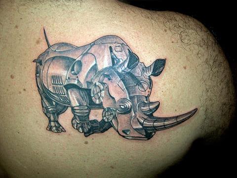 Тату железный носорог
