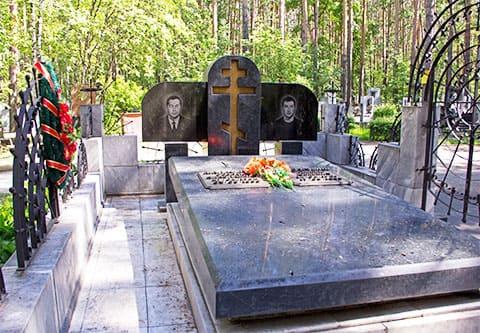Могила Сергея Малафеева и Сергея Долгушина