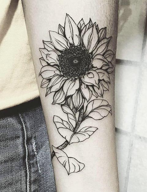 Татуировка подсолнух на руке