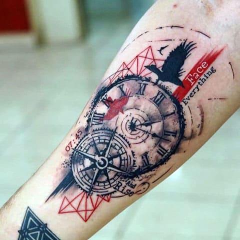 Цветная татуировка с компасом