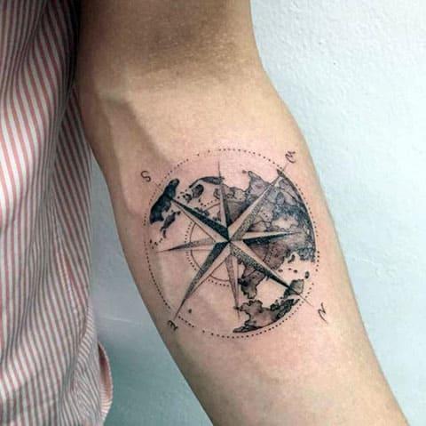 Тату компас на руке