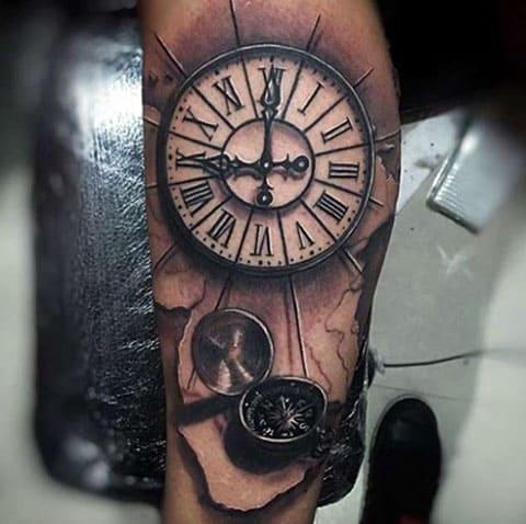 Тату часы и компас