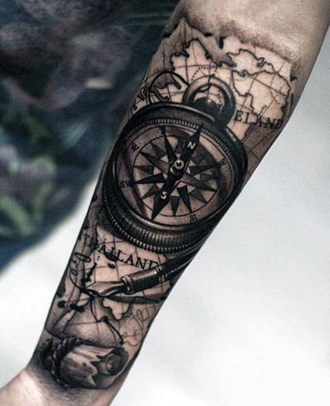 Татуировка компас на руке - фото