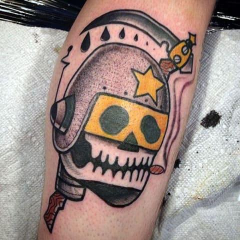 Татуировка в виде смерть с косой на руке