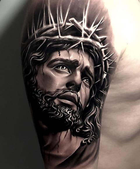 Тату Иисус Христос на плече