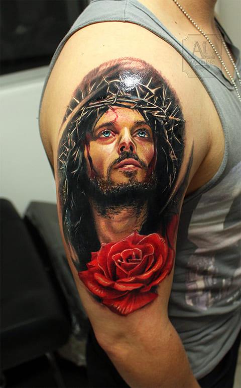 Тату Иисус Христос с терновым венком и розой на руке