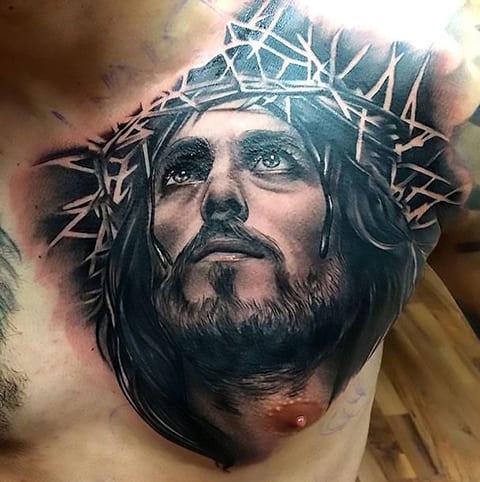 Тату Иисус Христос на грудине