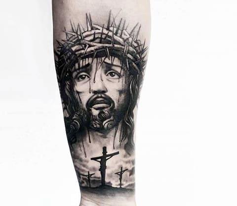 Тату распятый Иисус Христос на кресте