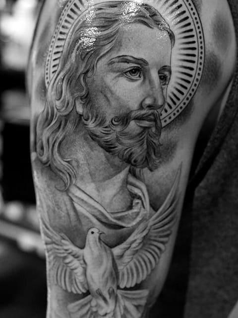 Тату Иисус Христос на плече - фото