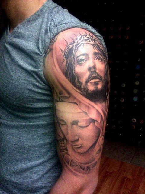 Татуировка с Иисусом Христом на руке