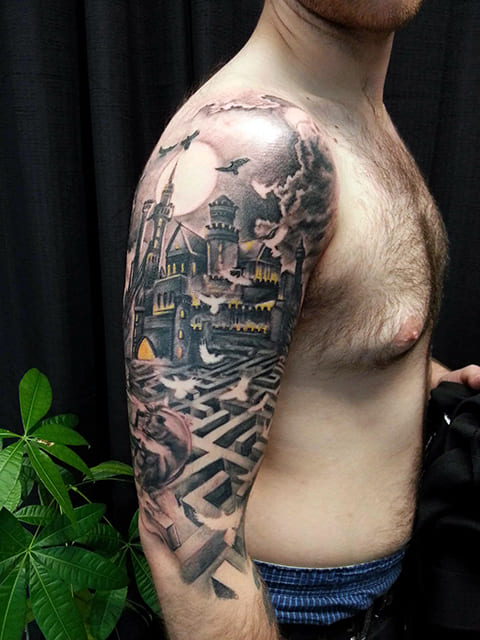 Татуировка с лабиринтом на руке
