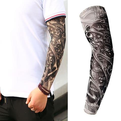 Мужской эскиз тату-рукава в черно-белом варианте