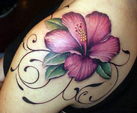 Татуировка кувшинка на плече