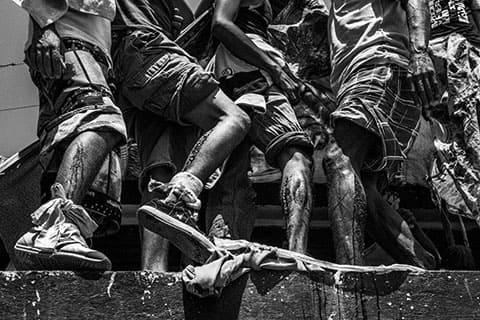 Заключенные митингуют на крыше тюрьмы, с требованием их перевода в столицу, город Каракас