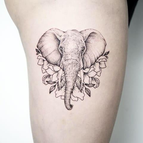 Тату со слоном на ноге