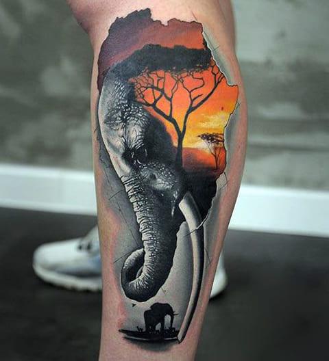 Сюжетная татуировка со слоном на ноге