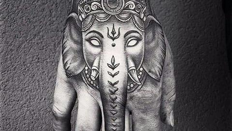 Тату индийский слон на кисти