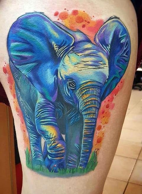 Цветная тату со слоненком на ноге