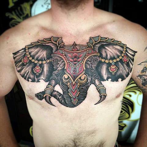 Татуировка слона на груди