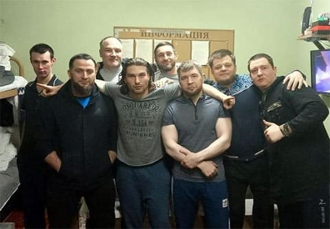 Передний ряд третий слева: Руслан Юртов