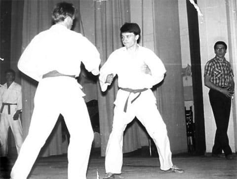 Виктор Горохов на татами (справа). За его спиной Николай Горохов