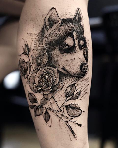 Татуировка хаски с розами