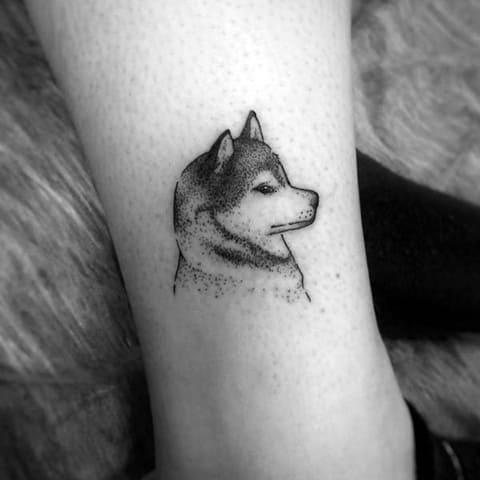 Маленькая татуировка с хаски