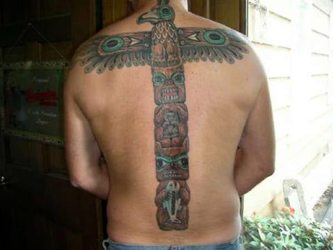Тату тотем на спине
