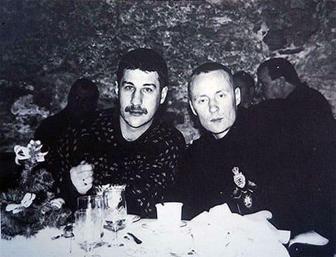 Слева авторитеты: Олег Родионов (Парамон) и Константин Беркут