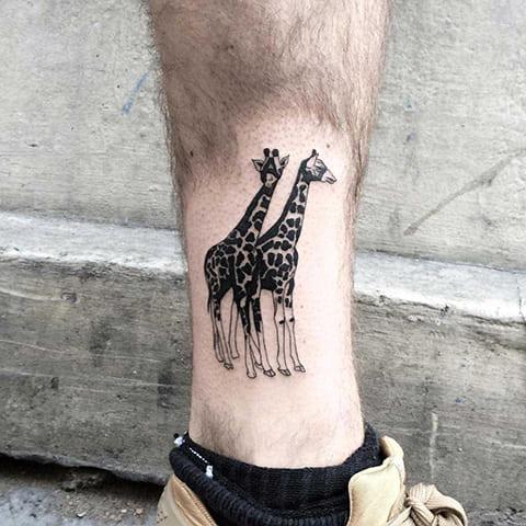 Тату с двумя жирафами