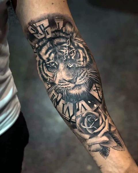 Татуировка тигр на руке