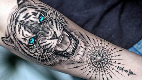 Тату оскал тигра с голубыми глазами