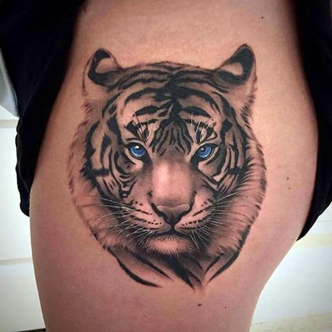 Тату тигр на бедре - фото
