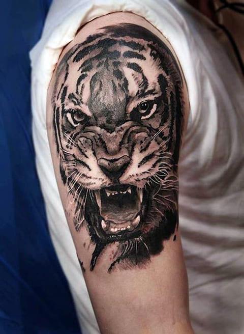 Тату оскал тигра на плече