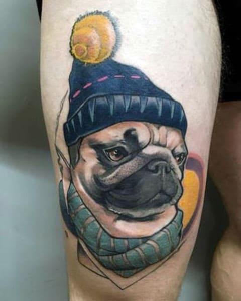 Татуировка мопса на бедре