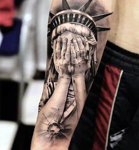 Тату Статуя Свободы с закрытыми глазами