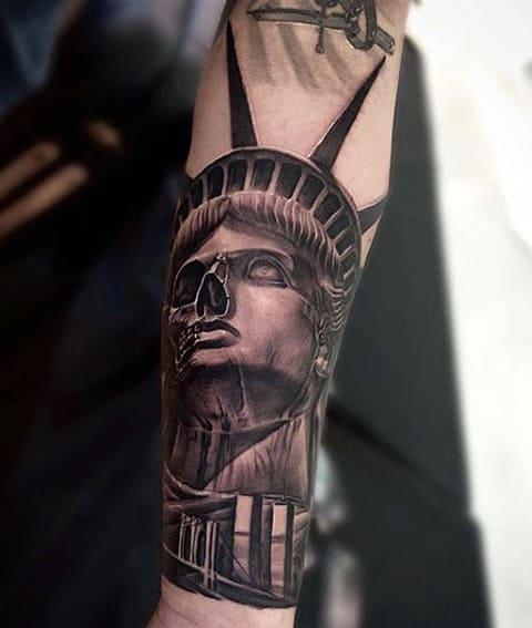Тату Статуя Свободы с элементами черепа