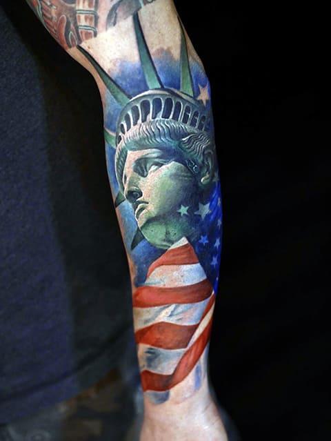 Цветная татуировка со Статуей Свободы