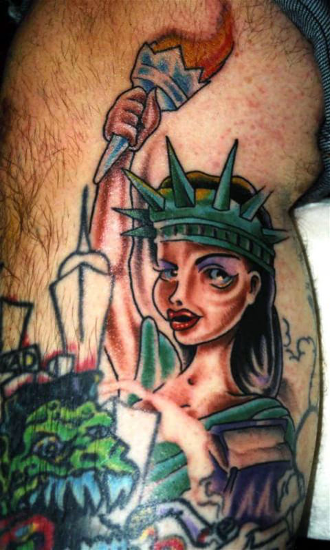 Татуировка в виде Статуи Свободы