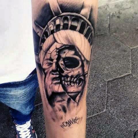 Тату Статуя Свободы в виде черепа