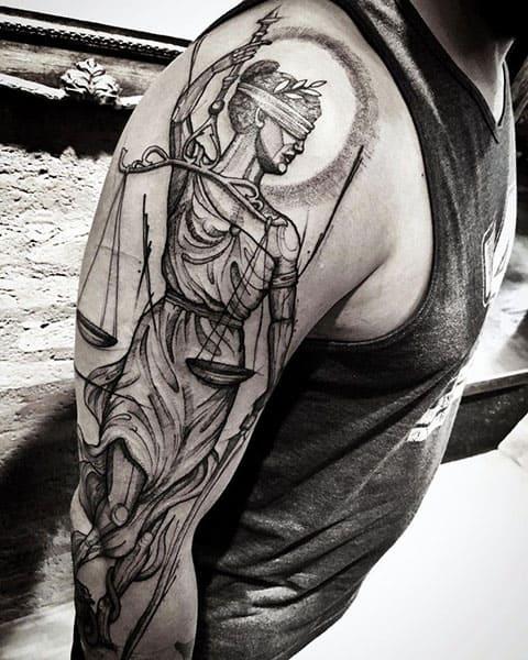 Татуировка Фемида на плече