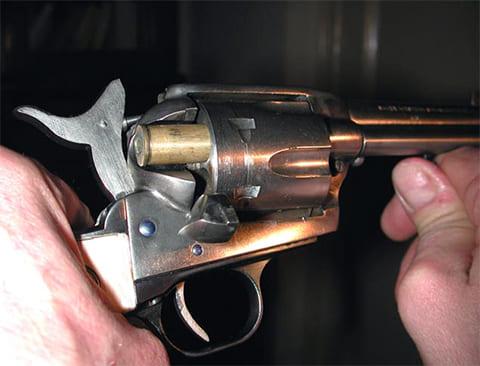 Перезарядка револьвера Colt М-1873