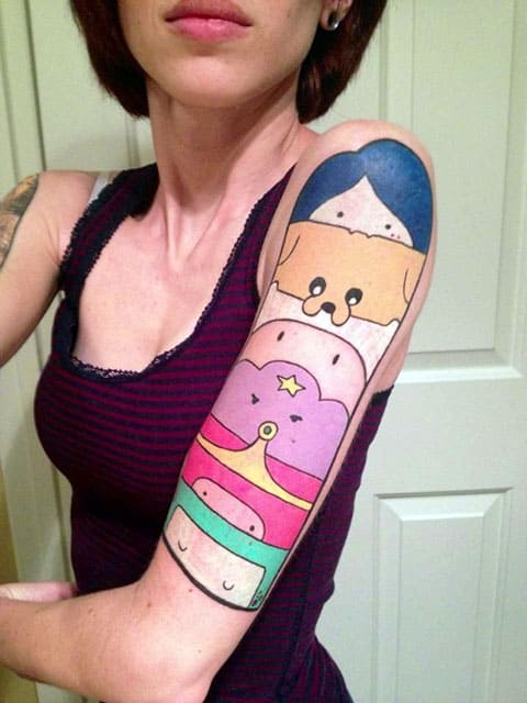 Татуировка время приключений на руке - фото