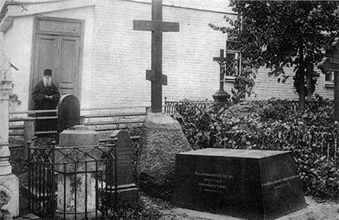Могила Николая Гоголя в Свято-Даниловом монастыре