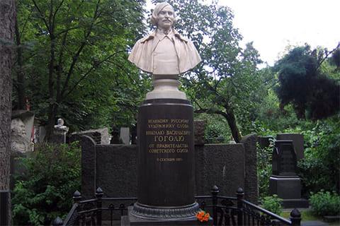 Могила Николая Гоголя на Новодевичьем кладбище