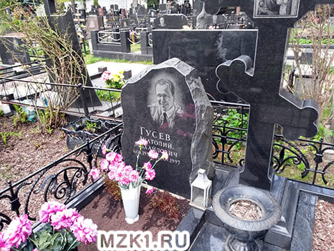 Могила Анатолия Гусева