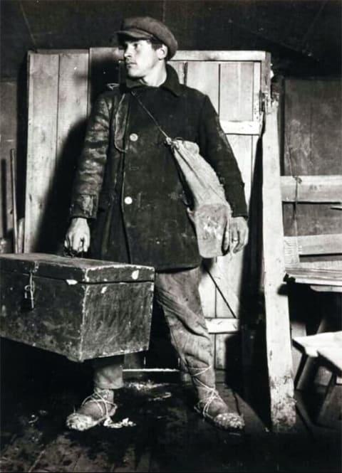 Ударник Магнитостроя Виктор Калмыков приезжает на стройку