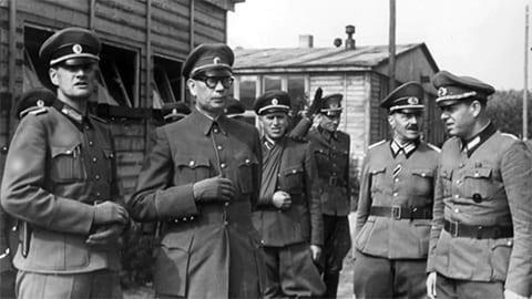 Андрей Власов в окружении немецких офицеров